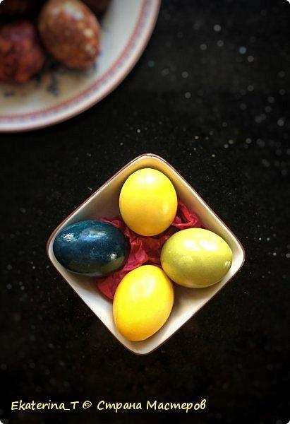 Поздновато, конечно, показываю здесь наше творчество, но все же. Красили мы с ребёнком яйца исключительно натуральными красителями. Получилось ярко, празднично и красиво. Использовали 2 МК из ютьюба. Подробности ниже. фото 2