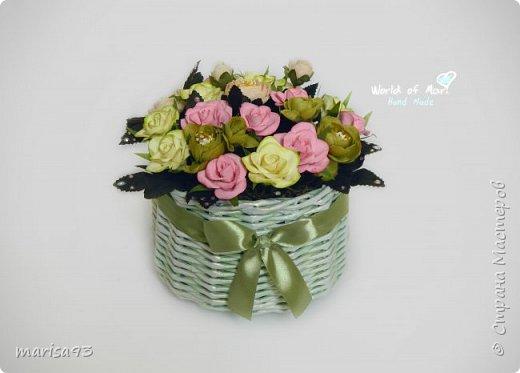 Подарочный букет в плетеной кашпо фото 1