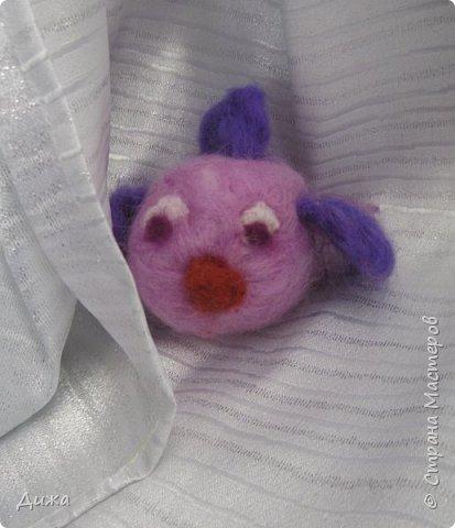 Всем большущий приветик!!! Показываю вам свою новую игрушку Рыбка-петушок. Вот он такой замечательный и яркий! Игрушку сделала на кружке валяния в школе. А цвет такой выбрала, потому что это мои любимые сочетания оттенков. По гороскопу я рыбка и люблю рыбок :-) фото 7