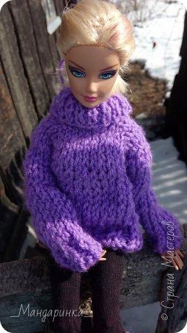 Всем доброго времени суток.  На улице вроде бы и весна, а вроде бы и зима.Очень непонятная погода однако. Ночью мороз, а днём тепло и снег. А ведь вся грязь только высохла( Ну и решила я выложить старую фотосессию (2-4 марта) Для неё связался свитер (спицами) и  валенки (крючком) из 100% акрила, ну и сшились легинсы. Все фотографии сделаны на телефон, поэтому прошу простить за качество и тёмные фото. фото 5