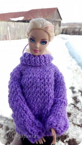 Всем доброго времени суток.  На улице вроде бы и весна, а вроде бы и зима.Очень непонятная погода однако. Ночью мороз, а днём тепло и снег. А ведь вся грязь только высохла( Ну и решила я выложить старую фотосессию (2-4 марта) Для неё связался свитер (спицами) и  валенки (крючком) из 100% акрила, ну и сшились легинсы. Все фотографии сделаны на телефон, поэтому прошу простить за качество и тёмные фото. фото 11