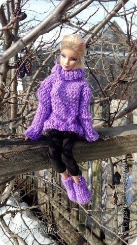 Всем доброго времени суток.  На улице вроде бы и весна, а вроде бы и зима.Очень непонятная погода однако. Ночью мороз, а днём тепло и снег. А ведь вся грязь только высохла( Ну и решила я выложить старую фотосессию (2-4 марта) Для неё связался свитер (спицами) и  валенки (крючком) из 100% акрила, ну и сшились легинсы. Все фотографии сделаны на телефон, поэтому прошу простить за качество и тёмные фото. фото 2