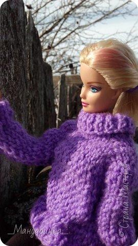 Всем доброго времени суток.  На улице вроде бы и весна, а вроде бы и зима.Очень непонятная погода однако. Ночью мороз, а днём тепло и снег. А ведь вся грязь только высохла( Ну и решила я выложить старую фотосессию (2-4 марта) Для неё связался свитер (спицами) и  валенки (крючком) из 100% акрила, ну и сшились легинсы. Все фотографии сделаны на телефон, поэтому прошу простить за качество и тёмные фото. фото 12