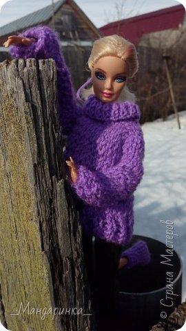 Всем доброго времени суток.  На улице вроде бы и весна, а вроде бы и зима.Очень непонятная погода однако. Ночью мороз, а днём тепло и снег. А ведь вся грязь только высохла( Ну и решила я выложить старую фотосессию (2-4 марта) Для неё связался свитер (спицами) и  валенки (крючком) из 100% акрила, ну и сшились легинсы. Все фотографии сделаны на телефон, поэтому прошу простить за качество и тёмные фото. фото 13