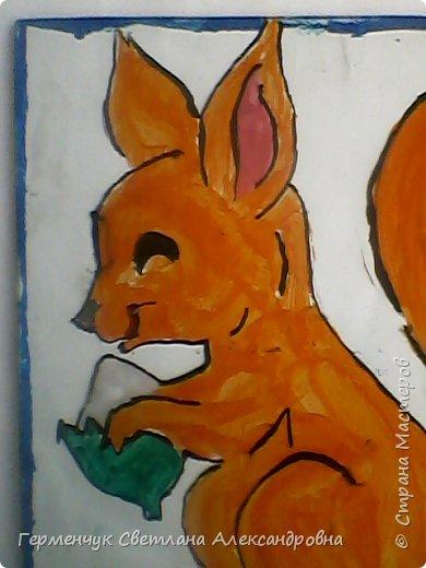 Этих прелестных друзей  нарисовала Будько Яна (  техника -роспись по стеклу)Руководитель школьного кружка Рыжанович Т.В. фото 4