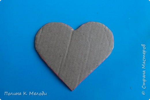 Всем привет гостям моей странички и друзьям .Решила порадовать вас МК, мы сделаем приятное сердце в подарок .Для этого нам потребуется плотный картон,белая бумага,клей ПВА,моток пряжи,ножницы,ручка,клеевой пистолет или другой крепкий клей,декор по желанию. фото 9