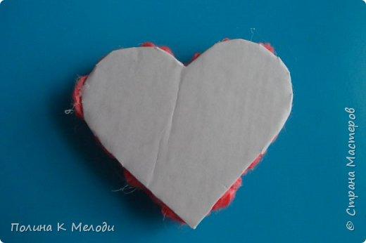 Всем привет гостям моей странички и друзьям .Решила порадовать вас МК, мы сделаем приятное сердце в подарок .Для этого нам потребуется плотный картон,белая бумага,клей ПВА,моток пряжи,ножницы,ручка,клеевой пистолет или другой крепкий клей,декор по желанию. фото 18