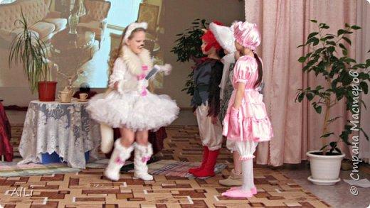 """Театральная весна в детском саду, спектакль по мотивам Сказки С.М. Маршака """"Кошкин дом""""  -тётя Кошка фото 3"""