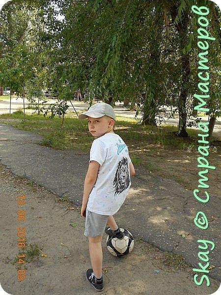 Свои работы я выставляю на продажу. Самая популярная - футболка с котенком с ул.Лизюкова. Да,да я из Воронежа! Все рисунки рисую сама от руки сразу на ткани. фото 8