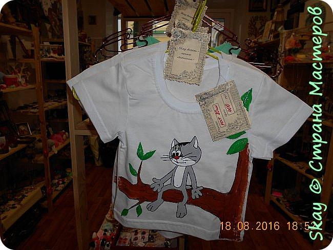 Свои работы я выставляю на продажу. Самая популярная - футболка с котенком с ул.Лизюкова. Да,да я из Воронежа! Все рисунки рисую сама от руки сразу на ткани. фото 1