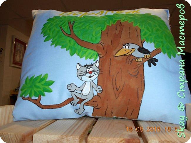Свои работы я выставляю на продажу. Самая популярная - футболка с котенком с ул.Лизюкова. Да,да я из Воронежа! Все рисунки рисую сама от руки сразу на ткани. фото 4