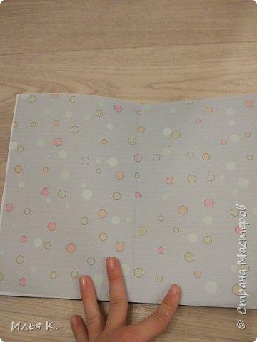 Добрый день! Сегодня я вам покажу мой блокнот ручной работы. Основа обложки картон. Прошитый на машинке. И мне помогала мама. фото 4