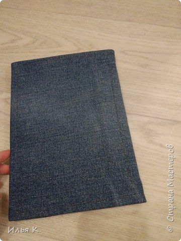 Добрый день! Сегодня я вам покажу мой блокнот ручной работы. Основа обложки картон. Прошитый на машинке. И мне помогала мама. фото 5