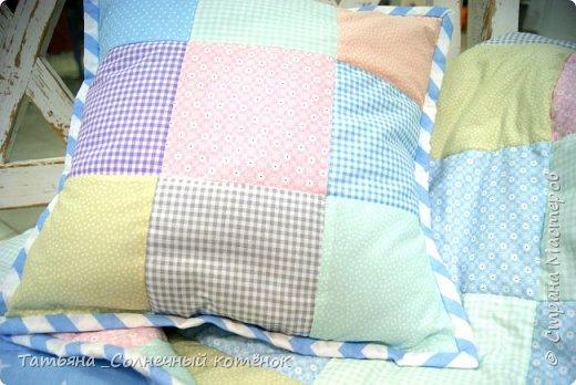 Детское лоскутное одеяло и подушечка фото 3