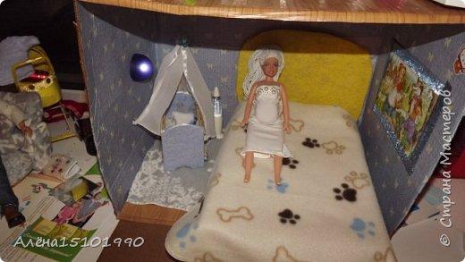 Всем приветик! А мы тут вновь занимались  нашими кукляшками с дочкой.Лорику сшили джинсы и связали кофточку без рукавов. Браслетик делала сама Лиля.  фото 12