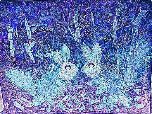 """Поймала себя на мысли, что детский садик задает нам темы для творчества )). Поделка на последний праздник осени. Выбрала аппликацию листьями, чтобы легко можно было сделать вместе с Витей. Грунтованный картон 40 х 30, засушенные листья, ягоды, кусочки коры. Фон  Витя рисовал """"водянистым """" акрилом (получился эффект акварели), тычками кисти и пальцами изобразил листья, мазками - стволы деревьев. Я подрисовала тонкие ветки маркером и приклеила мелкие кусочки коры. Белок, конечно, я выложила, прикинула расположение, Витя помогал клеить. Потом покрыла все акриловым лаком.  фото 6"""
