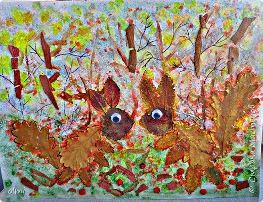 """Поймала себя на мысли, что детский садик задает нам темы для творчества )). Поделка на последний праздник осени. Выбрала аппликацию листьями, чтобы легко можно было сделать вместе с Витей. Грунтованный картон 40 х 30, засушенные листья, ягоды, кусочки коры. Фон  Витя рисовал """"водянистым """" акрилом (получился эффект акварели), тычками кисти и пальцами изобразил листья, мазками - стволы деревьев. Я подрисовала тонкие ветки маркером и приклеила мелкие кусочки коры. Белок, конечно, я выложила, прикинула расположение, Витя помогал клеить. Потом покрыла все акриловым лаком.  фото 1"""