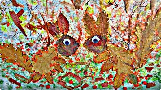 """Поймала себя на мысли, что детский садик задает нам темы для творчества )). Поделка на последний праздник осени. Выбрала аппликацию листьями, чтобы легко можно было сделать вместе с Витей. Грунтованный картон 40 х 30, засушенные листья, ягоды, кусочки коры. Фон  Витя рисовал """"водянистым """" акрилом (получился эффект акварели), тычками кисти и пальцами изобразил листья, мазками - стволы деревьев. Я подрисовала тонкие ветки маркером и приклеила мелкие кусочки коры. Белок, конечно, я выложила, прикинула расположение, Витя помогал клеить. Потом покрыла все акриловым лаком.  фото 2"""