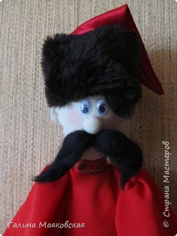 Привет всем! Сегодня показываю новинку - казак - хранитель пакетов. Сделан в подарок на день рождения подруги. Она попросила пакетницу - но этот дядька  - для нее сюрприз. До сих пор таких я не  шила. фото 2