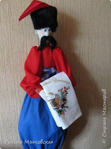 Привет всем! Сегодня показываю новинку - казак - хранитель пакетов. Сделан в подарок на день рождения подруги. Она попросила пакетницу - но этот дядька  - для нее сюрприз. До сих пор таких я не  шила. фото 4