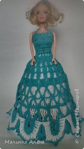 Всем   привет   я   очень  долго  невыставлялась   потому что   я   готовилась   к   выставке ;а  теперь   я  рада    показать   вам   свои   модели,  1  это   шикарное    платье   рукава  связаны  в  виде    колокольчика,а   еще    красивый   длиный   шлейф фото 4