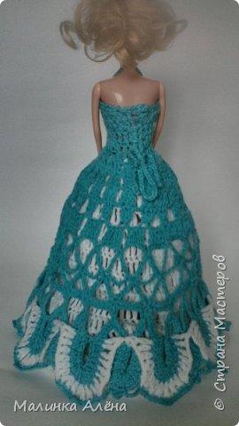 Всем   привет   я   очень  долго  невыставлялась   потому что   я   готовилась   к   выставке ;а  теперь   я  рада    показать   вам   свои   модели,  1  это   шикарное    платье   рукава  связаны  в  виде    колокольчика,а   еще    красивый   длиный   шлейф фото 5