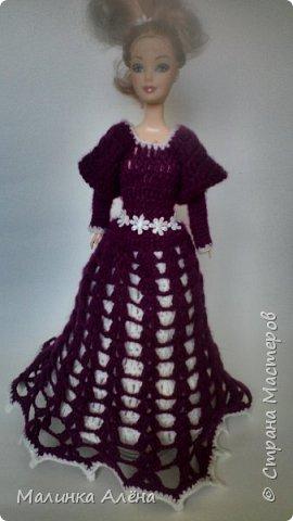 Всем   привет   я   очень  долго  невыставлялась   потому что   я   готовилась   к   выставке ;а  теперь   я  рада    показать   вам   свои   модели,  1  это   шикарное    платье   рукава  связаны  в  виде    колокольчика,а   еще    красивый   длиный   шлейф фото 3