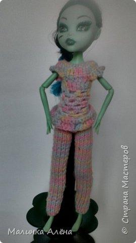 Всем   привет   я   очень  долго  невыставлялась   потому что   я   готовилась   к   выставке ;а  теперь   я  рада    показать   вам   свои   модели,  1  это   шикарное    платье   рукава  связаны  в  виде    колокольчика,а   еще    красивый   длиный   шлейф фото 6