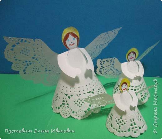 """Дорогие друзья, доброго вам всем вечера! Решила показать ангелочков из кружевных салфеток. Сама идея очень """"древняя"""", но вот из кружевных кондитерских бумажных салфеток таких ангелочков делаем впервые, решила поделиться. фото 4"""