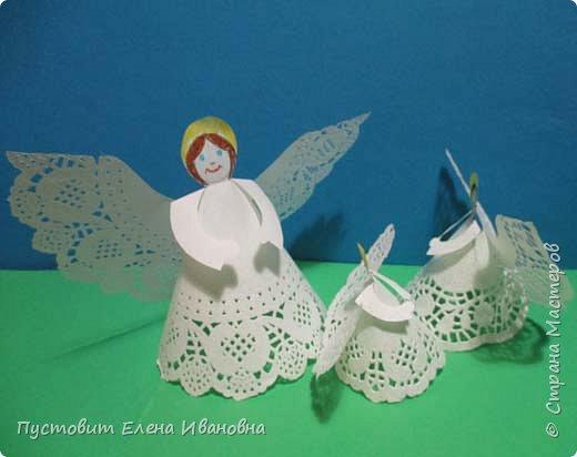 """Дорогие друзья, доброго вам всем вечера! Решила показать ангелочков из кружевных салфеток. Сама идея очень """"древняя"""", но вот из кружевных кондитерских бумажных салфеток таких ангелочков делаем впервые, решила поделиться. фото 5"""