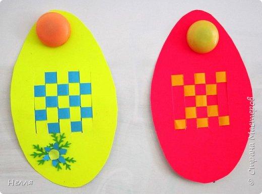 Впервые сделала с детьми старшей группы пасхальные яйца, украшенные плетением бумагой. Такие получились у нас писанки. фото 2