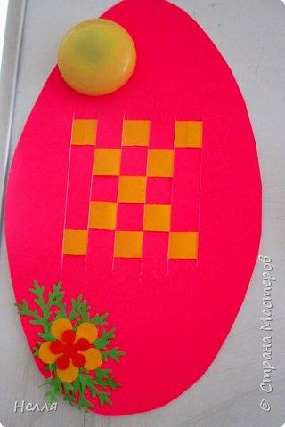 Впервые сделала с детьми старшей группы пасхальные яйца, украшенные плетением бумагой. Такие получились у нас писанки. фото 6
