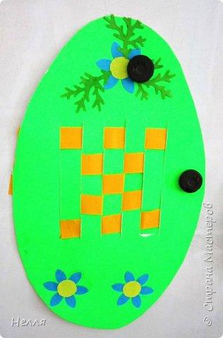 Впервые сделала с детьми старшей группы пасхальные яйца, украшенные плетением бумагой. Такие получились у нас писанки. фото 7