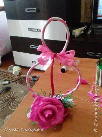 Готовим подарки на 8 марта! Восьмёрка сделана из проволоки (кабеля), обвёрнута гофрированной бумагой и атласной лентой, подставка из пеноплекса. фото 17