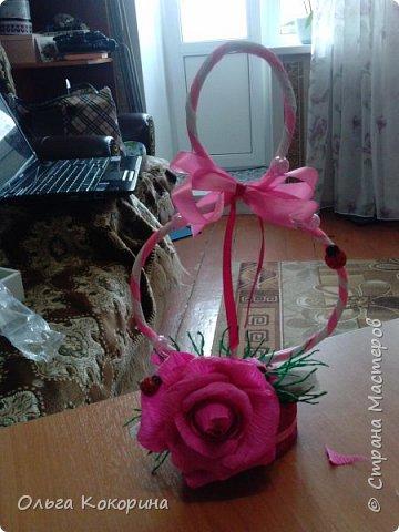 Готовим подарки на 8 марта! Восьмёрка сделана из проволоки (кабеля), обвёрнута гофрированной бумагой и атласной лентой, подставка из пеноплекса. фото 19