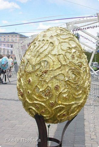 Дорогие друзья! Наконец-то я сегодня выбралась на Софиевскую площадь в Киеве, где на Пасхальные праздники расположена шикарная выставка писанок! Мне очень стыдно, что рядом живу, а вот сподобилась только сегодня, в воскресенье... Вот, постараюсь и вам передать мой восторг! фото 24