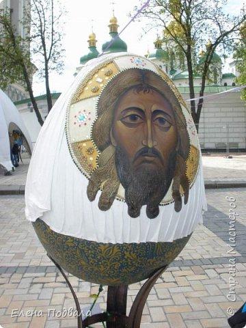 Дорогие друзья! Наконец-то я сегодня выбралась на Софиевскую площадь в Киеве, где на Пасхальные праздники расположена шикарная выставка писанок! Мне очень стыдно, что рядом живу, а вот сподобилась только сегодня, в воскресенье... Вот, постараюсь и вам передать мой восторг! фото 10