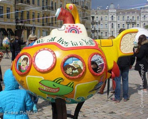 Дорогие друзья! Наконец-то я сегодня выбралась на Софиевскую площадь в Киеве, где на Пасхальные праздники расположена шикарная выставка писанок! Мне очень стыдно, что рядом живу, а вот сподобилась только сегодня, в воскресенье... Вот, постараюсь и вам передать мой восторг! фото 13
