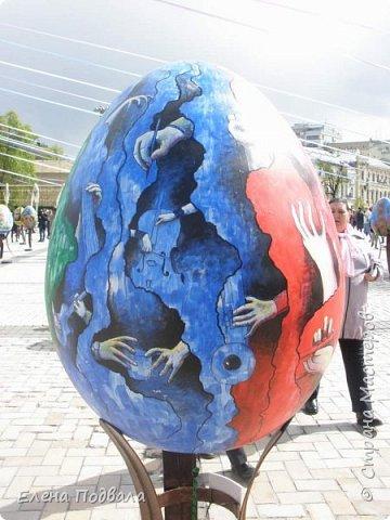 Дорогие друзья! Наконец-то я сегодня выбралась на Софиевскую площадь в Киеве, где на Пасхальные праздники расположена шикарная выставка писанок! Мне очень стыдно, что рядом живу, а вот сподобилась только сегодня, в воскресенье... Вот, постараюсь и вам передать мой восторг! фото 11