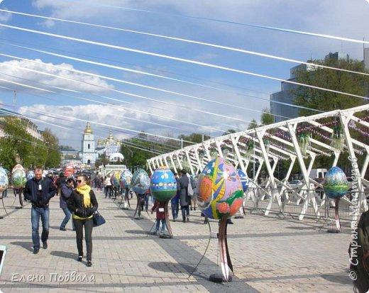 Дорогие друзья! Наконец-то я сегодня выбралась на Софиевскую площадь в Киеве, где на Пасхальные праздники расположена шикарная выставка писанок! Мне очень стыдно, что рядом живу, а вот сподобилась только сегодня, в воскресенье... Вот, постараюсь и вам передать мой восторг! фото 17