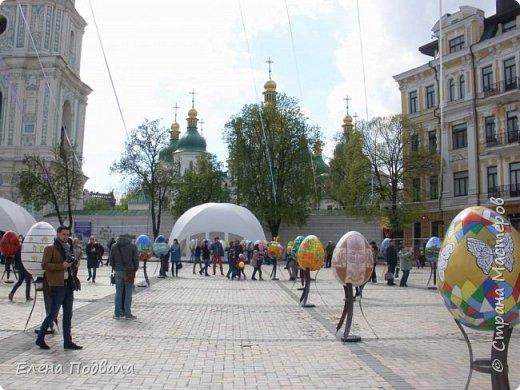 Дорогие друзья! Наконец-то я сегодня выбралась на Софиевскую площадь в Киеве, где на Пасхальные праздники расположена шикарная выставка писанок! Мне очень стыдно, что рядом живу, а вот сподобилась только сегодня, в воскресенье... Вот, постараюсь и вам передать мой восторг! фото 27