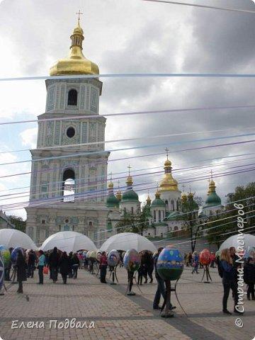 Дорогие друзья! Наконец-то я сегодня выбралась на Софиевскую площадь в Киеве, где на Пасхальные праздники расположена шикарная выставка писанок! Мне очень стыдно, что рядом живу, а вот сподобилась только сегодня, в воскресенье... Вот, постараюсь и вам передать мой восторг! фото 33