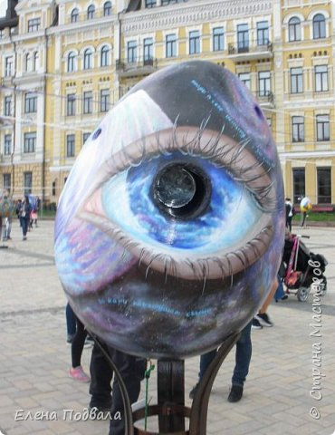 Дорогие друзья! Наконец-то я сегодня выбралась на Софиевскую площадь в Киеве, где на Пасхальные праздники расположена шикарная выставка писанок! Мне очень стыдно, что рядом живу, а вот сподобилась только сегодня, в воскресенье... Вот, постараюсь и вам передать мой восторг! фото 26
