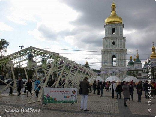 Дорогие друзья! Наконец-то я сегодня выбралась на Софиевскую площадь в Киеве, где на Пасхальные праздники расположена шикарная выставка писанок! Мне очень стыдно, что рядом живу, а вот сподобилась только сегодня, в воскресенье... Вот, постараюсь и вам передать мой восторг! фото 1
