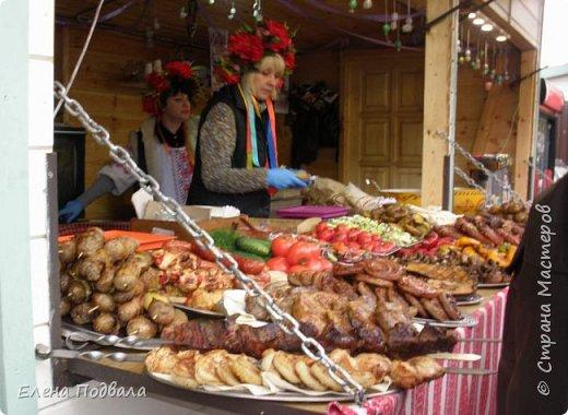Дорогие друзья! Наконец-то я сегодня выбралась на Софиевскую площадь в Киеве, где на Пасхальные праздники расположена шикарная выставка писанок! Мне очень стыдно, что рядом живу, а вот сподобилась только сегодня, в воскресенье... Вот, постараюсь и вам передать мой восторг! фото 39