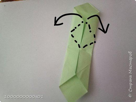 Вам понадобятся 2 листа бумаги (один - для корпуса, другой - для паруса) и ножницы. фото 6