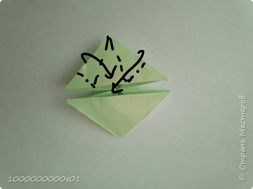 Вам понадобятся 2 листа бумаги (один - для корпуса, другой - для паруса) и ножницы. фото 10