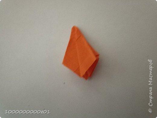 Вам понадобятся 2 листа бумаги (один - для корпуса, другой - для паруса) и ножницы. фото 31