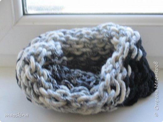 """Зимой просматривая идеи Ольги Волковой на канале """"Все буде добре"""",  я увидела у неё шарф, связанный с помощью коробки (фото 1) и шарф, связанный на руках( в технике """"arm knitting"""") (фото 2). И подумала: """"А почему...?""""  фото 3"""