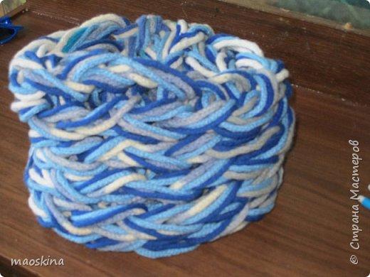 """Зимой просматривая идеи Ольги Волковой на канале """"Все буде добре"""",  я увидела у неё шарф, связанный с помощью коробки (фото 1) и шарф, связанный на руках( в технике """"arm knitting"""") (фото 2). И подумала: """"А почему...?""""  фото 2"""